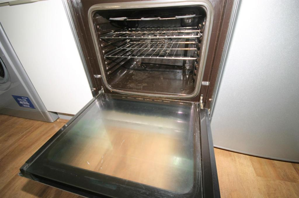 VIEW OF OVEN