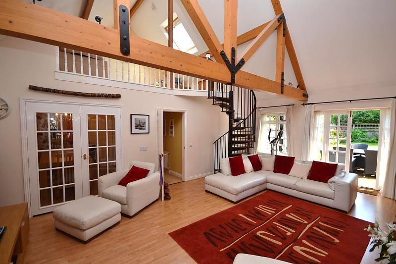 Brown red living room design ideas photos inspiration - Red orange and brown living rooms ...