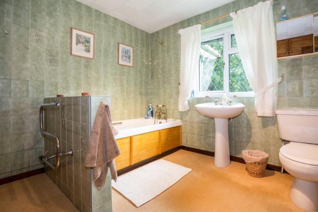 En-Suite Dressing/ Bathroom