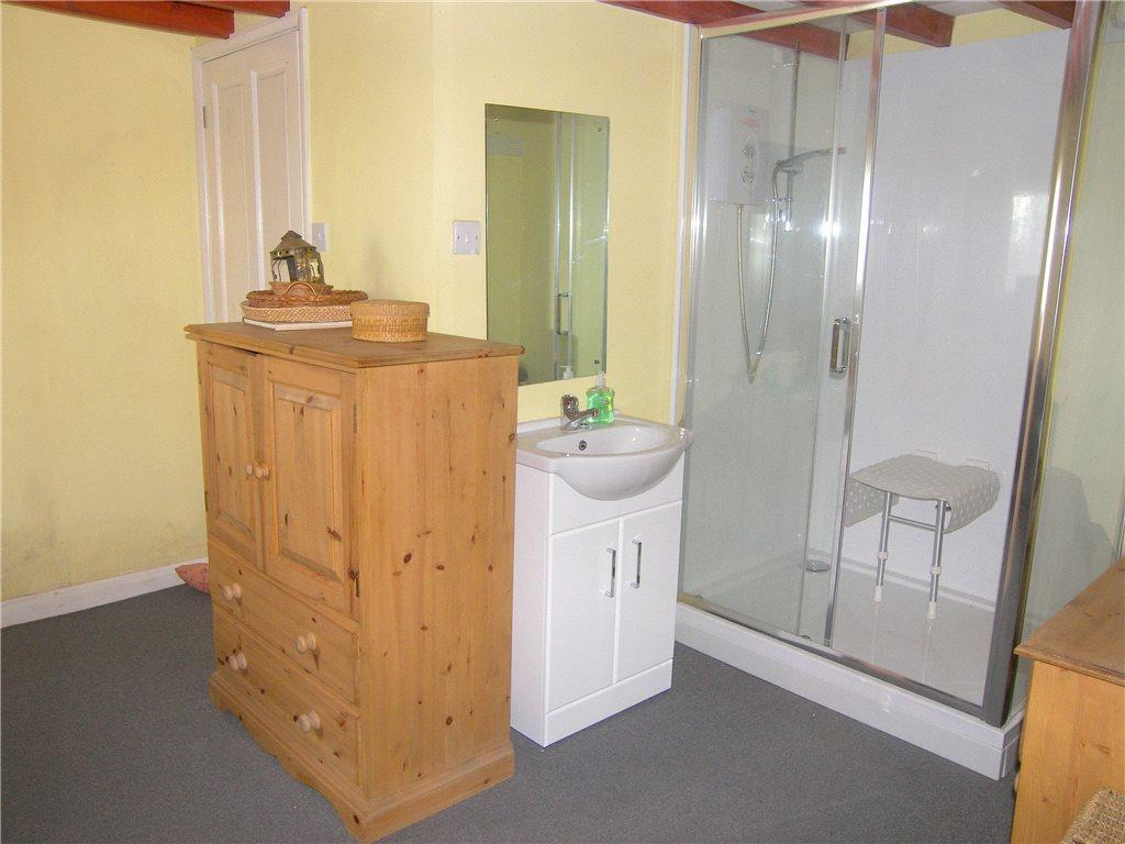 Shower Room/Sleeping