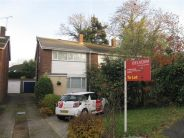 3 bed house to rent in Bramble Close