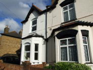 3 bed property to rent in Grove Road, Hounslow