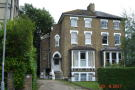 Flat to rent in The Avenue, Surbiton...