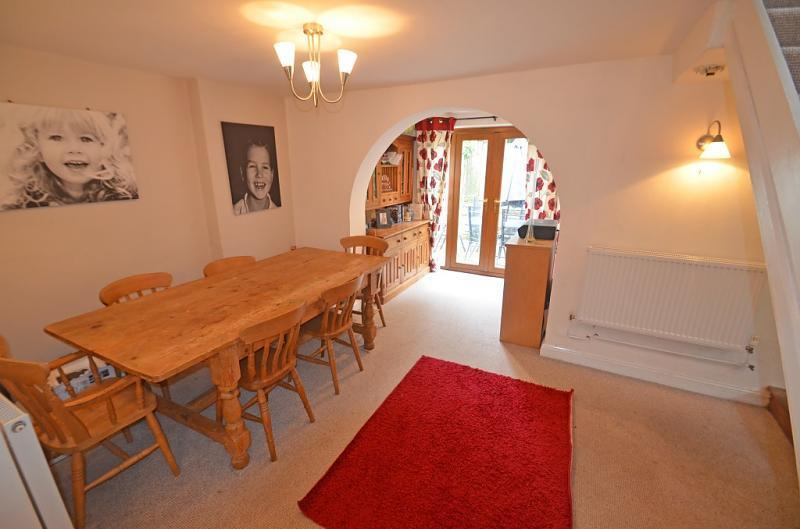 3 bedroom semi detached house for sale in broadway road for Public dining room 50 off
