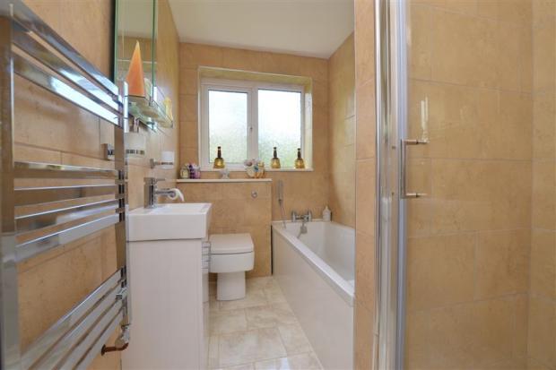 Annex Bath/Shower Room