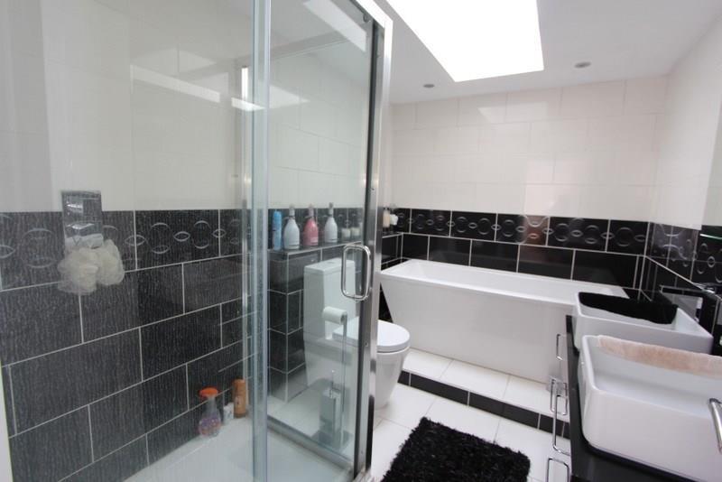 Ensuite Bath &Shower