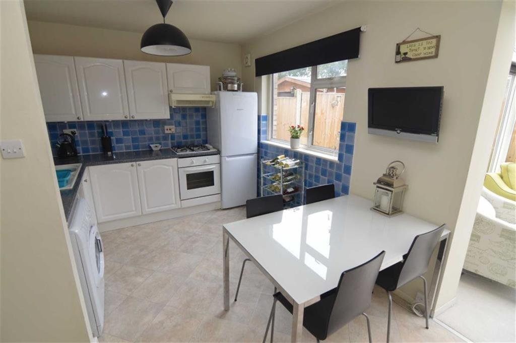3 bedroom end of terrace house for sale in tasman close for Terrace kitchen diner