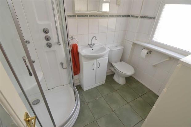 Log Cabin Shower Room