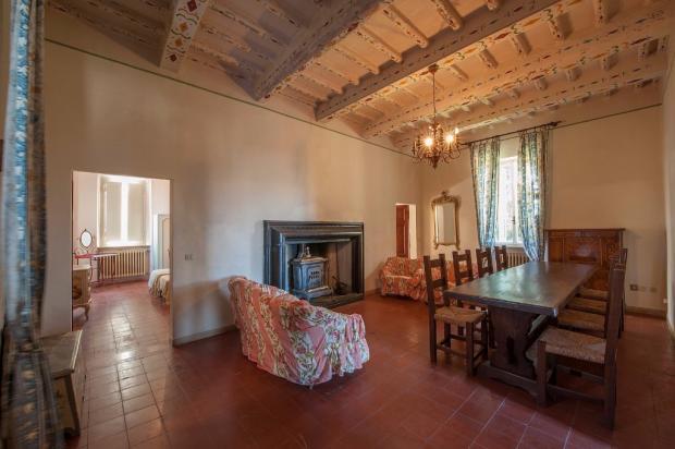 Sitting &fireplace