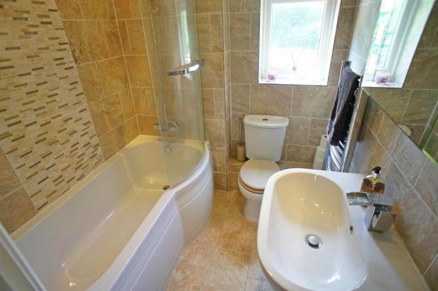 croftongrovebathroom.jpg