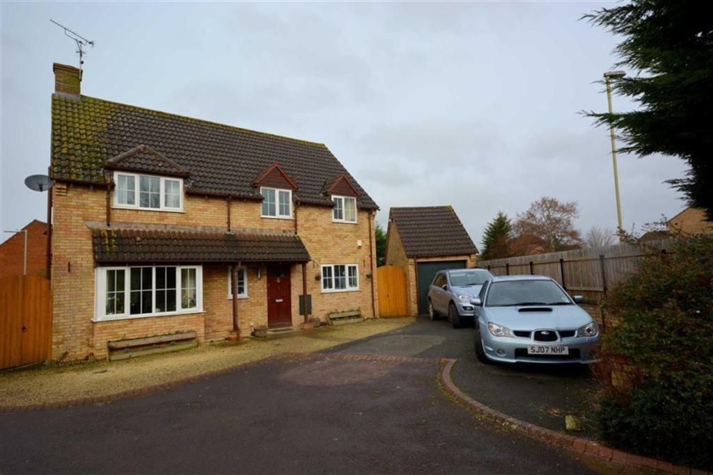 4 Bedroom Detached House For Sale In Quedgeley GL2