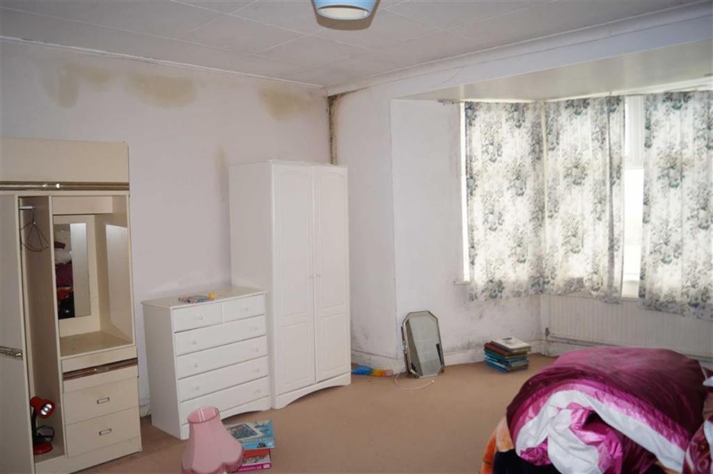 Bedroom 2 (east)