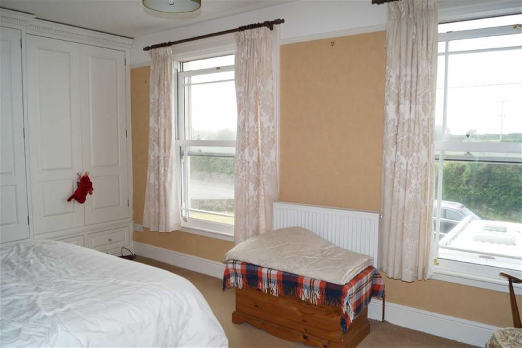 Main bedroom (front)