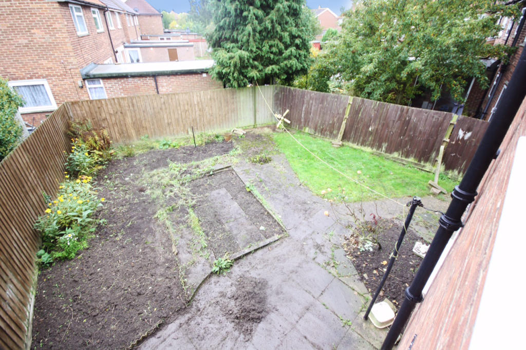 3 bedroom semi detached house for sale in renfrew road for Garden rooms ipswich