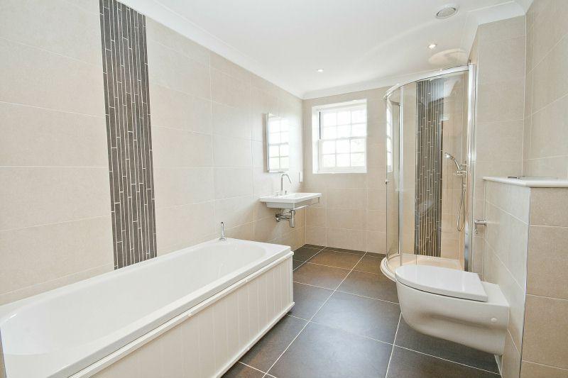 Family bathroom design ideas photos inspiration for Bathroom ideas rightmove