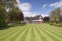 7 bed Detached house in Common Road, Chorleywood...