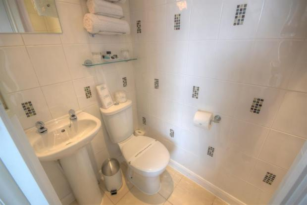 Ensuite to Room 3