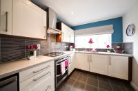 4 bed new house in Crystal Mead...
