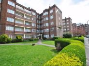 Flat in Chiswick Village, W4
