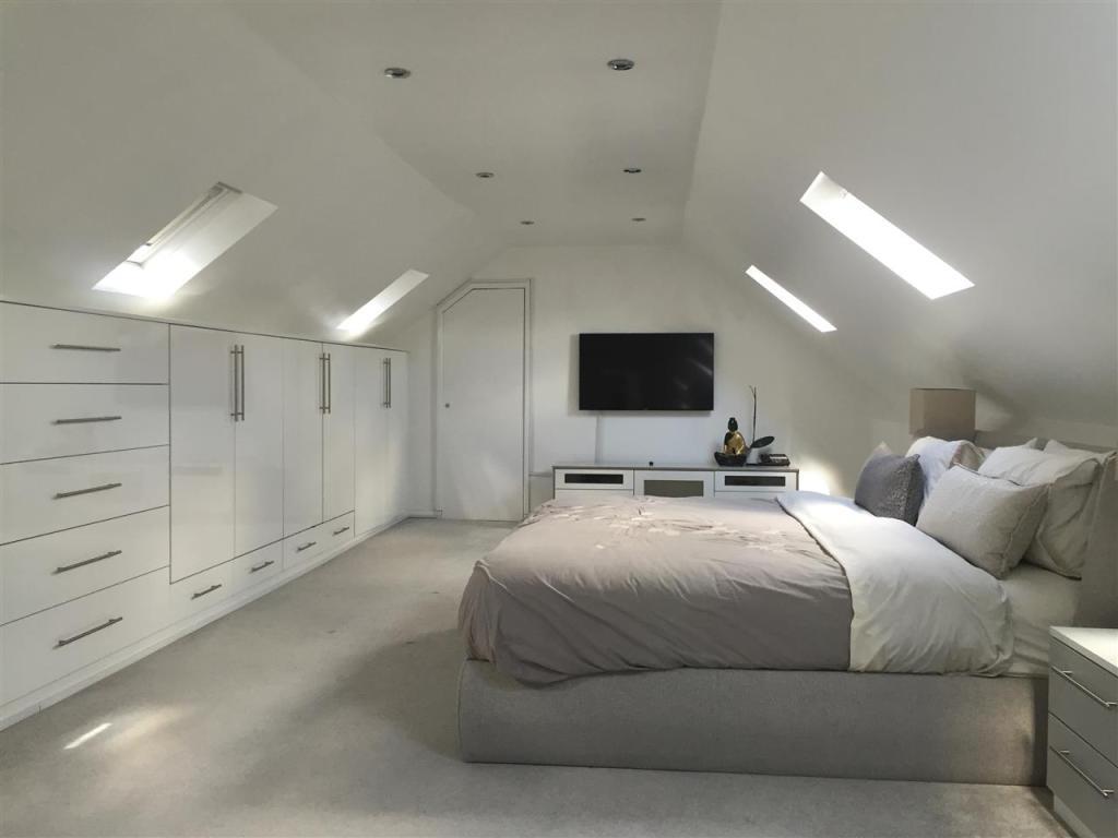 Top floor Bedroom 7