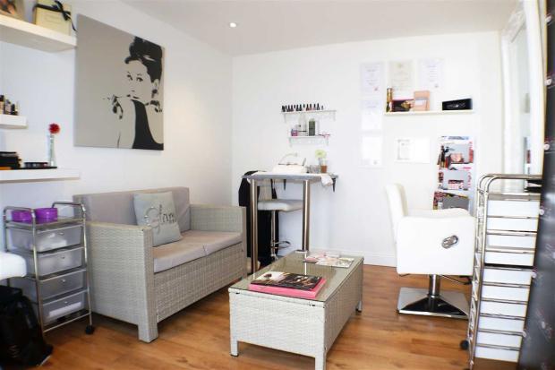 Salon/Studio