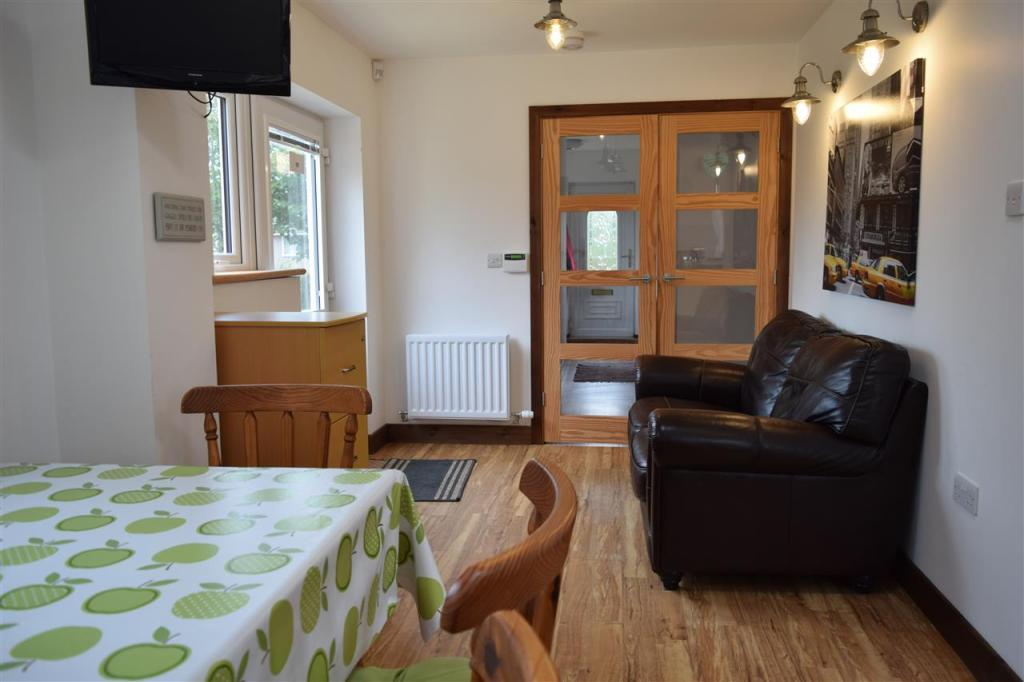 Dining Area and Snug