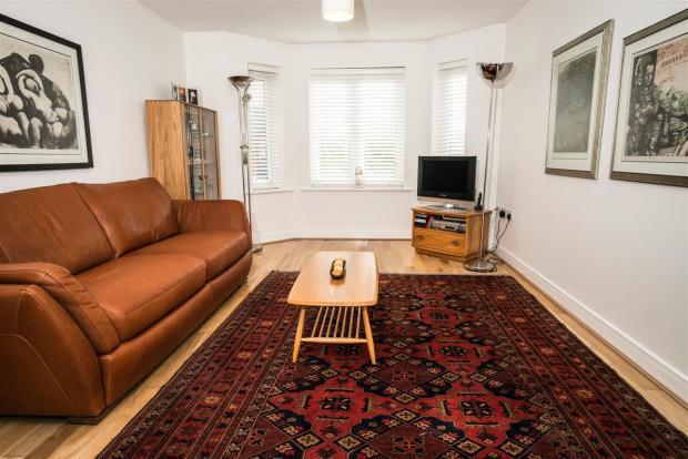Living Room /