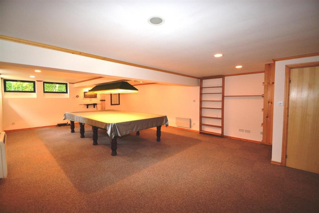Pool room (2).JPG