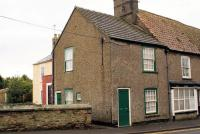 1 bed Cottage in Railway Road...