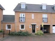 Town House to rent in Tabor Court...