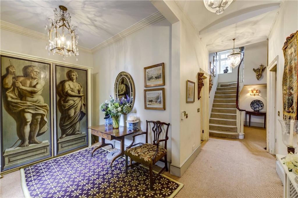 Hallway : W2