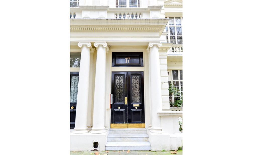 Front Door : W2