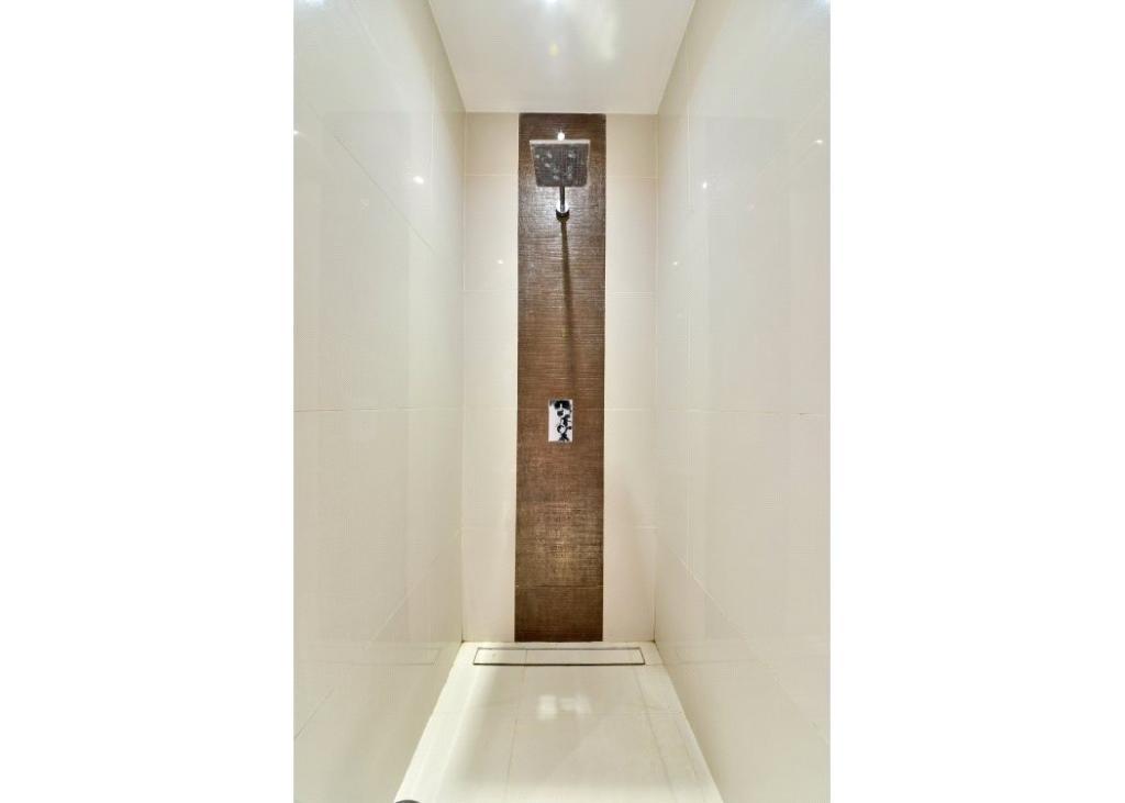 Shower: W2