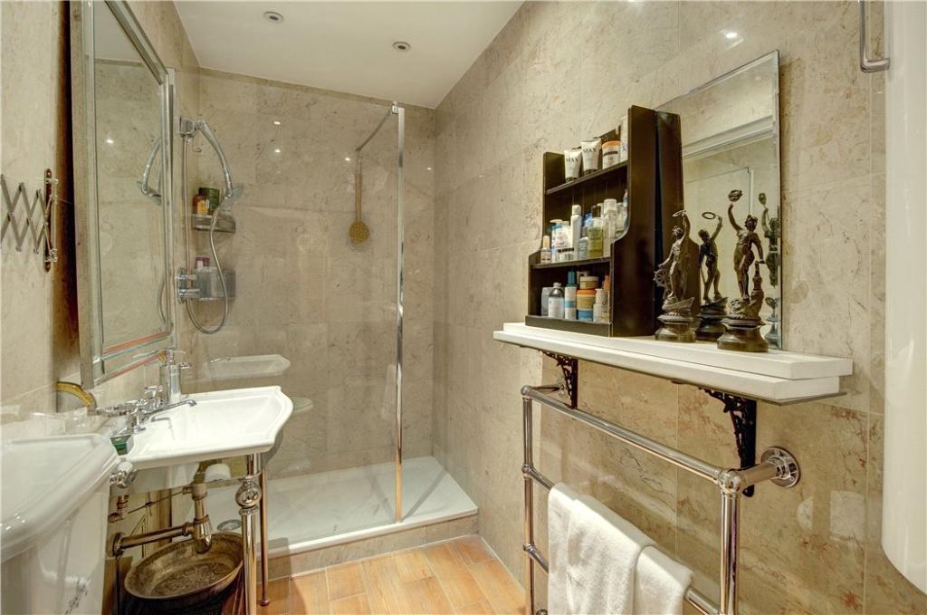 Shower Room: W2