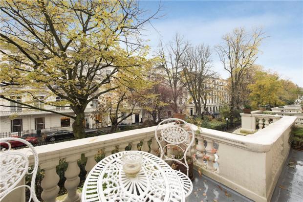 Balcony: W2