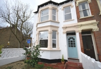 Flat to rent in St Johns Road SE20