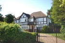 6 bed Detached property to rent in Downs Hill Beckenham BR3