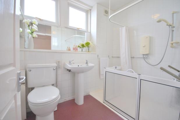 Huge Shower Room ...