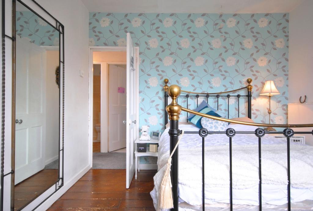 Master Bedroom Fe...