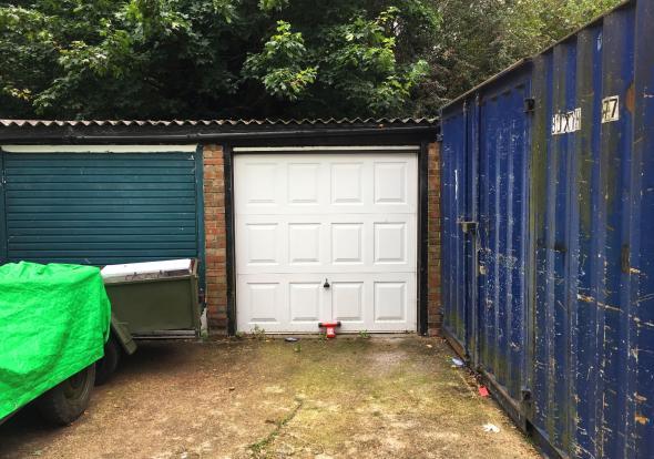 Private Garage En...