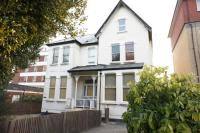 Flat to rent in Lawrie Park Road SE26...