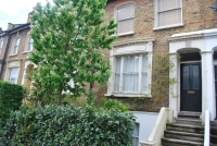 Flat for sale in Lausanne Road Peckham...