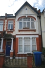 Flat to rent in Holmdene Avenue Herne...