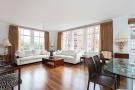 Flat for sale in Oakwood Court, London