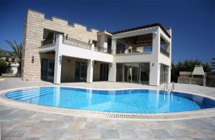 Villa for sale in Sea Caves Area - Paphos...