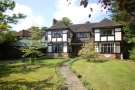 4 bedroom Detached property in Woodlands Close Bromley...