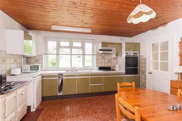 Kitchen (Ground Floo