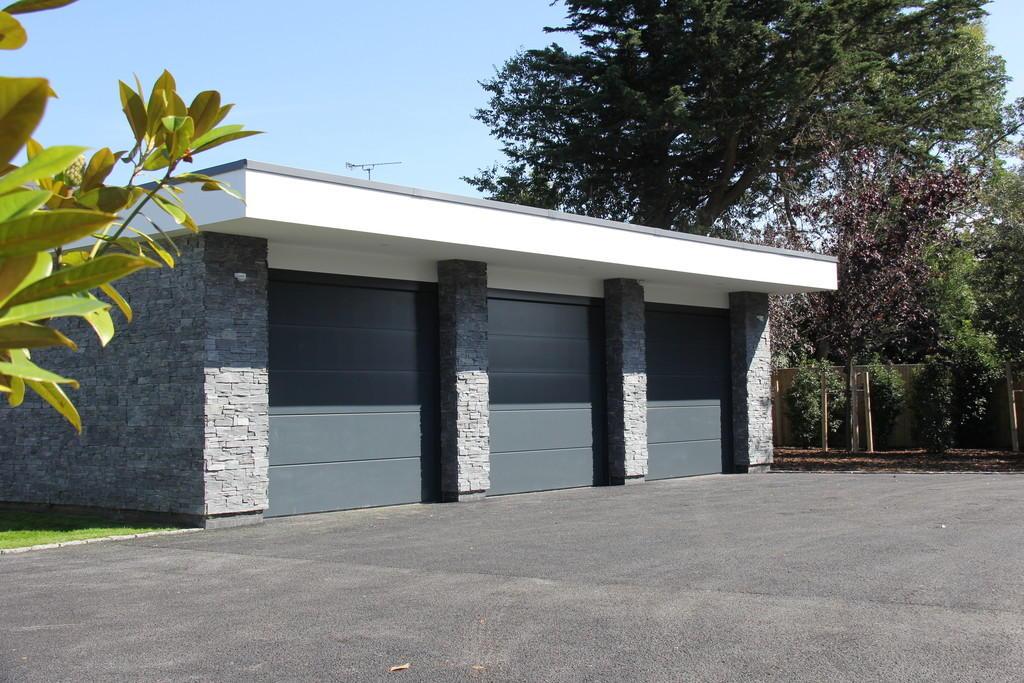Des Ewing,Drive,Parking,Garage