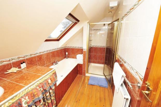 Upstairs En-Suite