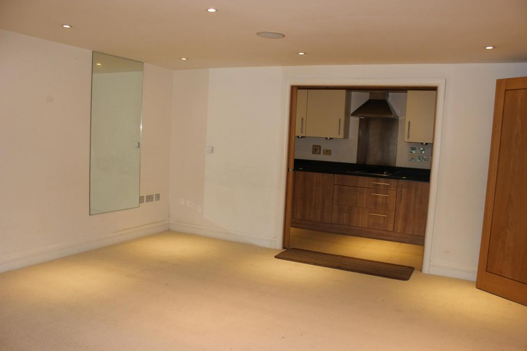 2 bedroom maisonette to rent in normanton road south for Living room 50 off january